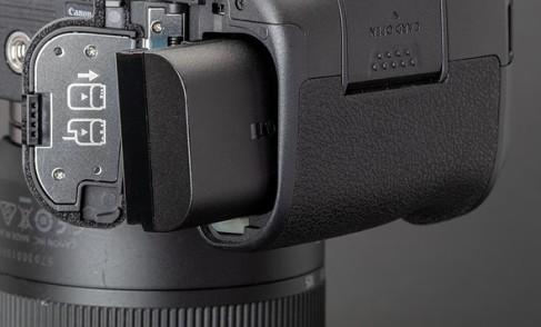 تعمیر دوربین کانن EOS R
